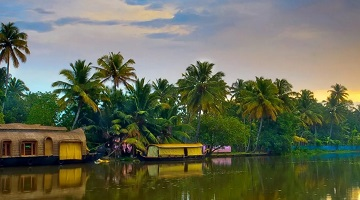 BACKWATER HOLIDAYS KERALA